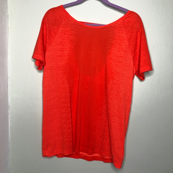 Under Armour Tops - NWT Under Armour red/orange open back tee // T26